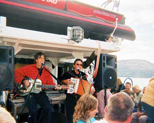Slim & Baz in full swing on the blues cruise, 2005