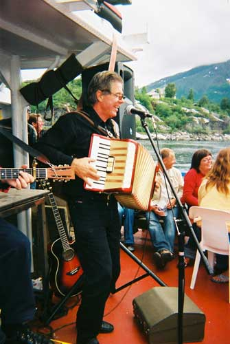 Blues cruise - Baz out on the fjord